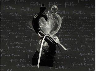 Couple en verre enlacé avec dragées