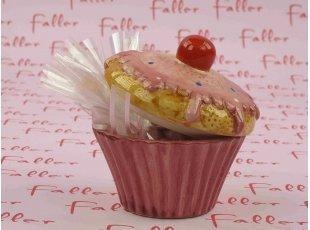 Dragées roses et blanches dans un petit cupcake