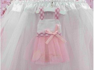 Dragées de baptême dans une jolie robe en tulle