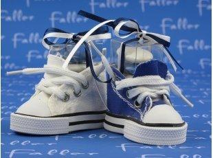 Basket bleu marine et blanche avec dragées de baptême