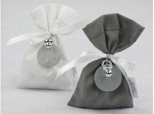 Sac blanc et gris assortis pour baptême garçon
