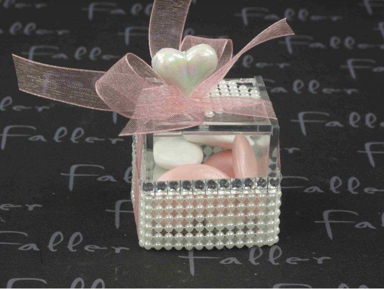 Boite à dragées mariage avec perles et coeur