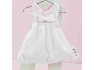 Dragées et robe rose et blanche de baptisée