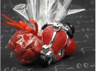 Vespa déco fleurs roses rouges avec dragées mariage