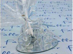 Tricycle en verre sur socle pour baptême garçon
