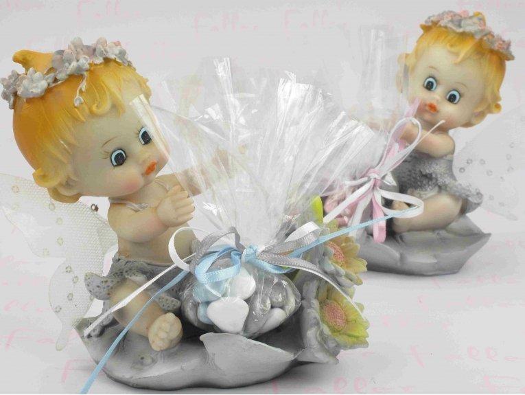 Grands bébés elfes en robe et torse nu avec dragées baptême jumeaux