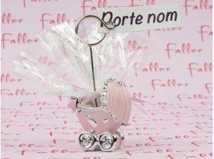 Porte-photo poussette rose et argentée avec dragées baptême fille