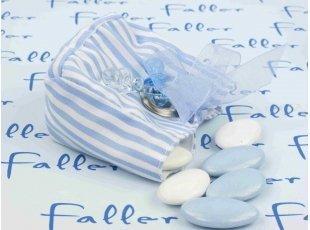 Contenant à dragées garçon rayé blanc et bleu avec tétines