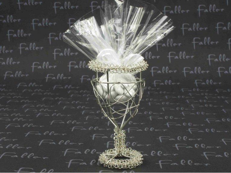 Verre en fil fer forgé doré avec dragées communion