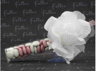 Éprouvette de mariage avec rose blanche