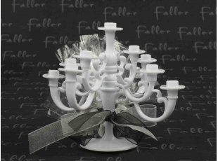 Chandelier blanc avec son pochon de dragées mariage