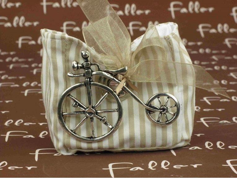 Sac rayé taupe avec son tricycle et dragées de baptême