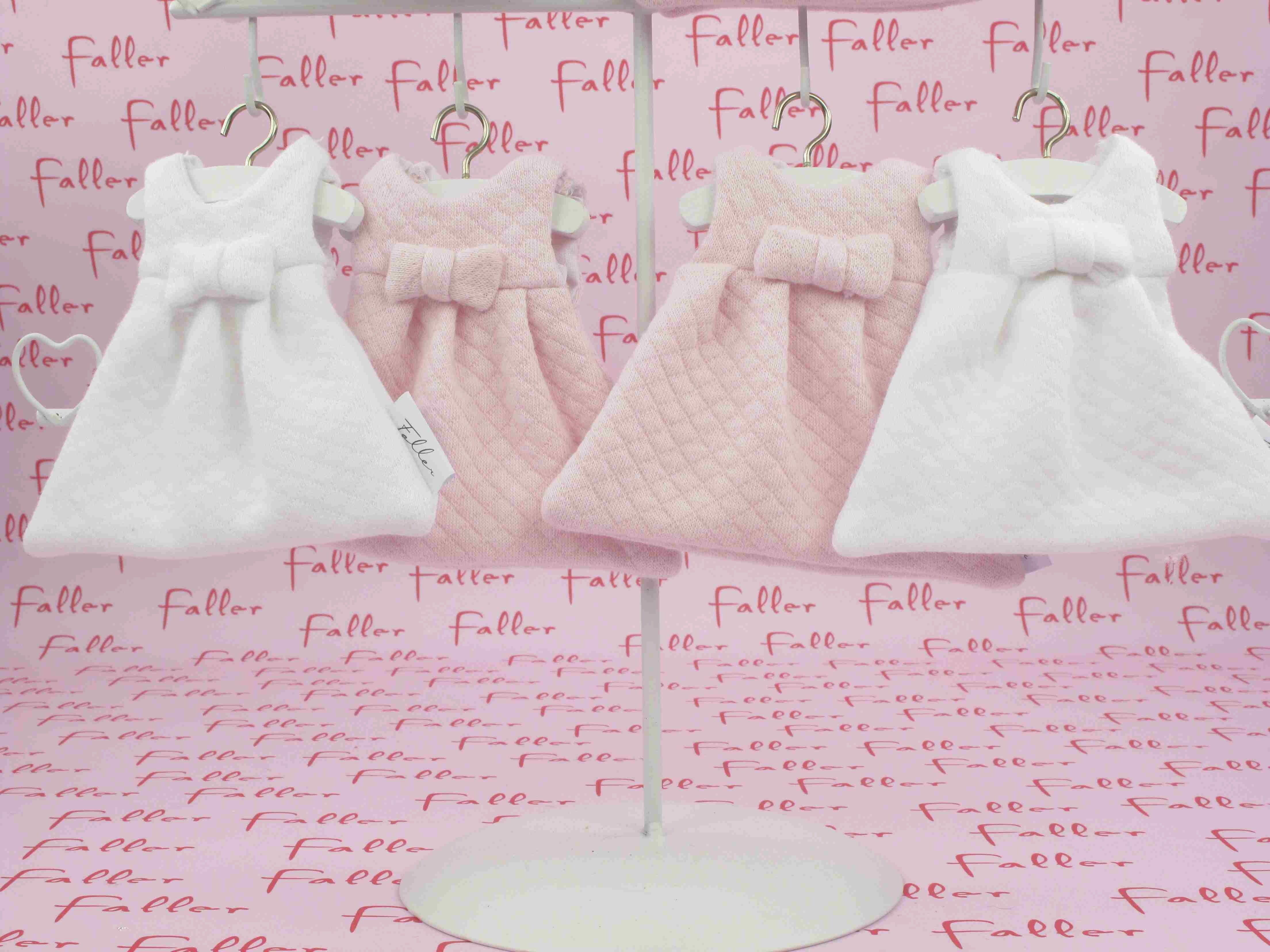 e194fccdca3e8 Robes roses et blanches gaufrées avec ses dragées baptême