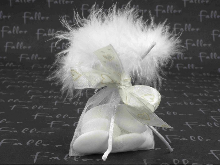 Sac à plumes blanc avec dragées mariage