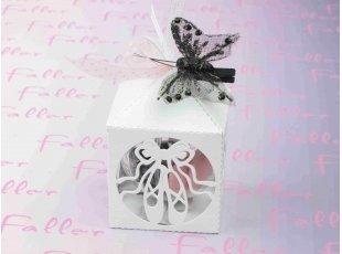 Boite chausson de danseuse avec boule et papillon