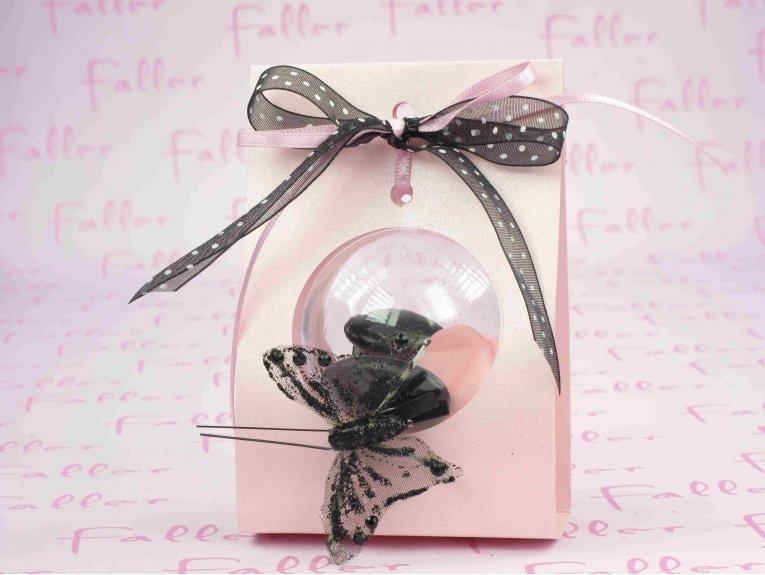 Support rose avec boule à dragées et papillon