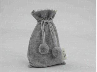 Pochon jersey gris à pompons et ses dragées baptême