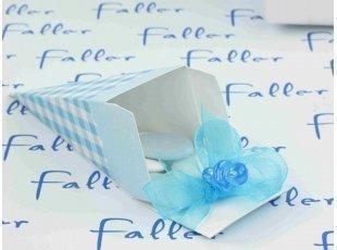 Dragées naissance garçon dans cône en carton vichy bleu