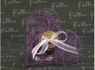 Cœur violet éprouvette avec dragées mariage