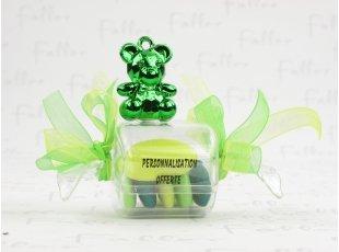 Bonbon  de baptême avec ourson vert et dragées