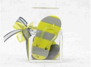 Tong porte-clés jaune et grise avec dragées