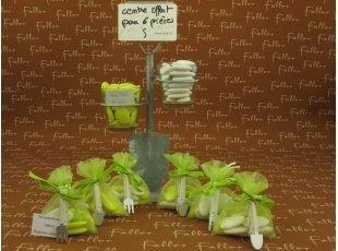 Pochon à dragées anis avec sa pince outil de jardin