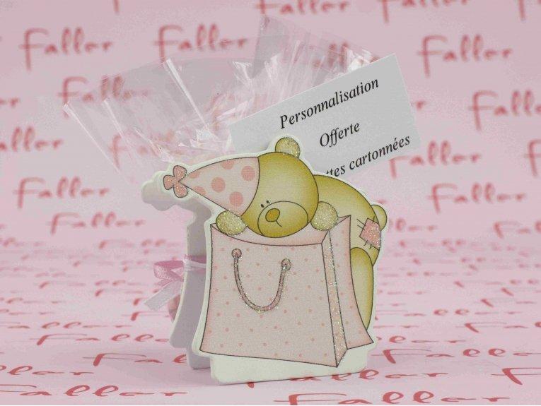Pince bébé ourson rose avec dragées