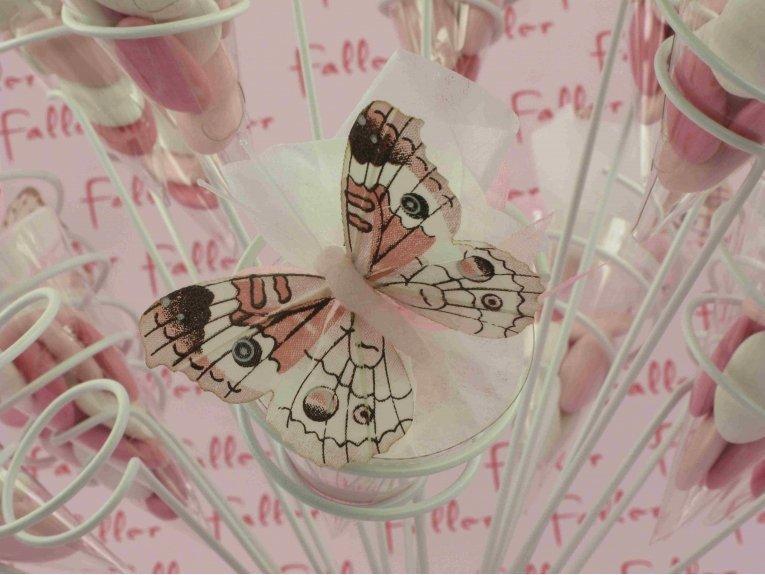 Cornet avec papillons roses et ses dragées