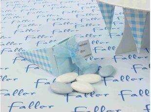 Cornet vichy bleu avec tétine  et dragées de baptême