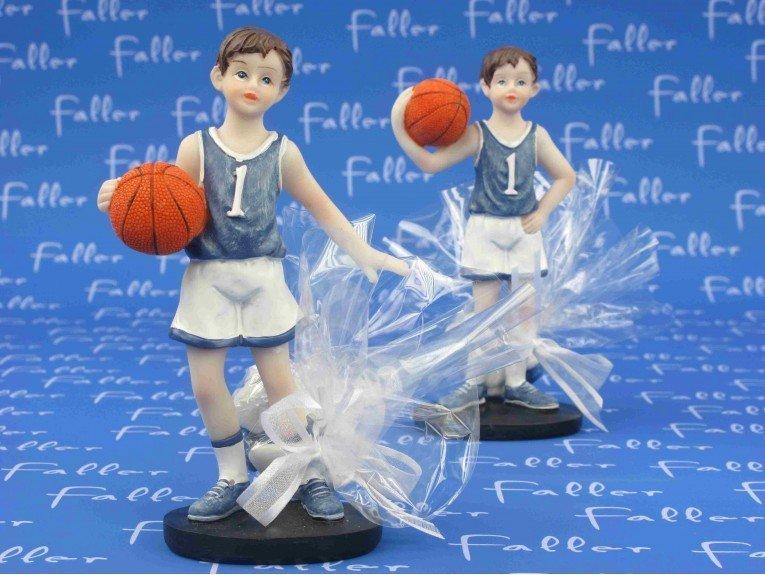 Grand joueur de basket avec dragees