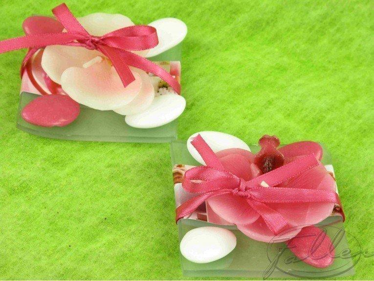 Bougie orchidée sur assiette & dragées mariage