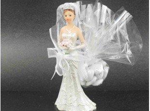 Petite figurine de mariée avec dragées