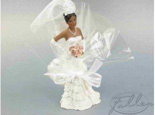 Petite mariée de couleur et dragées coeurs