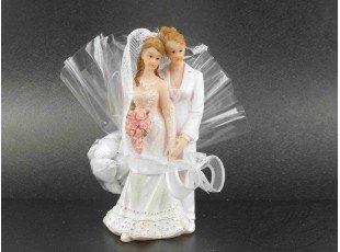 Couple de mariée lesbien avec dragées