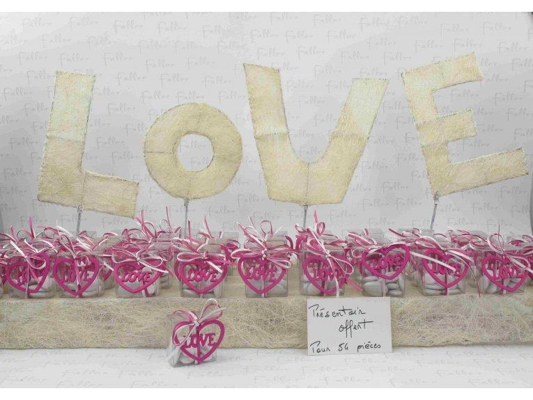 Coeur LOVE fuchsia dans boite dragées mariage