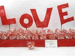 Boite à dragées mariage avec coeur LOVE rouge