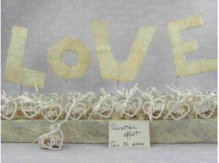 Dragées mariage écru dans boite coeur LOVE blanc