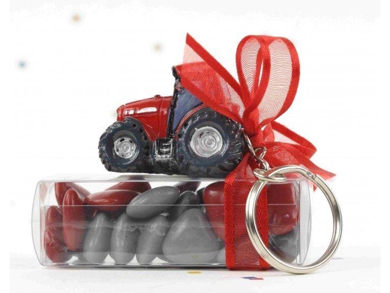 Dragées et tracteur rouge porte-clés de baptême