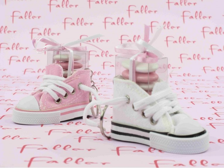 Baskets rose et blanche & boite à dragées baptême