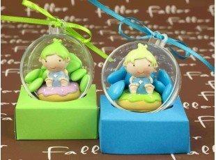 Bébé donut anis et bleu dans boule à dragées