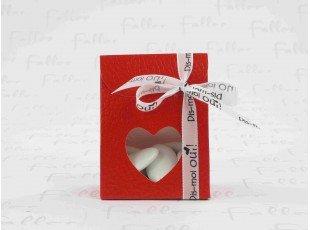 Boite cartonnée rouge déco coeur avec dragées