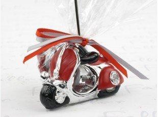 Porte photo vespa rouge avec dragées pour mariage
