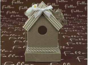 Maison à oiseau taupe avec dragées