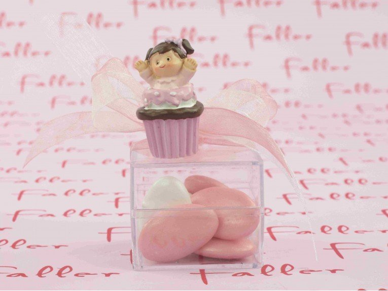 Boite à dragées avec petite fille dans cupcake