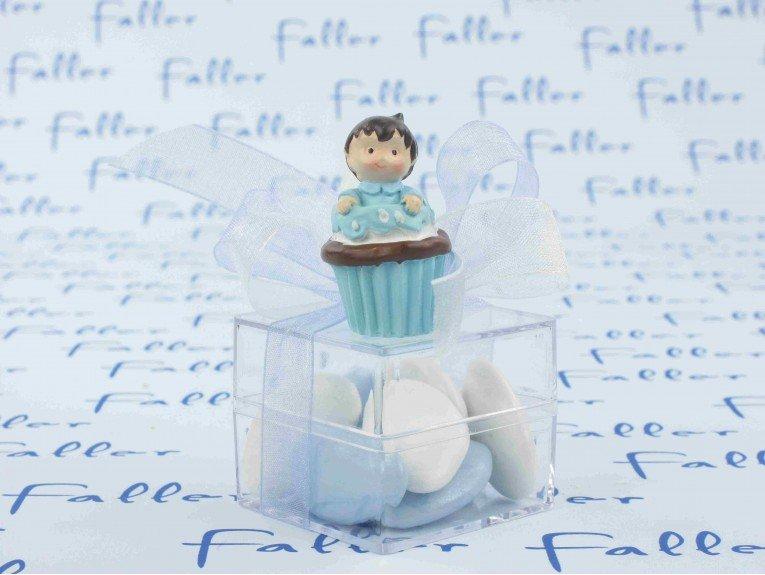 Figurine garçon cupcake sur boite à dragées baptême