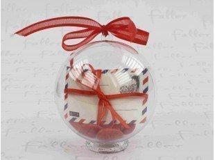 Dragées mariage dans boule plexi avec enveloppe de voyage