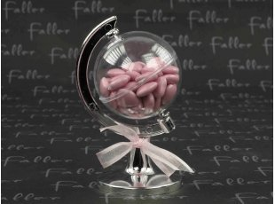 Globe terrestre avec dragées chocolat coeurs roses