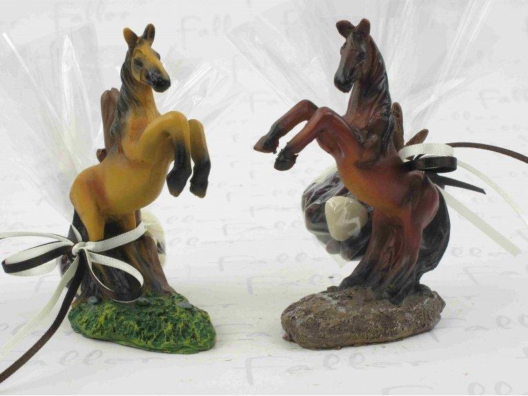 Figurines chevaux avec dragées baptême