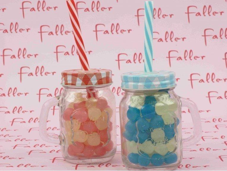 Verre avec paille bleu et rouge couvercle vichy baptême jumeaux bonbons Dragibus