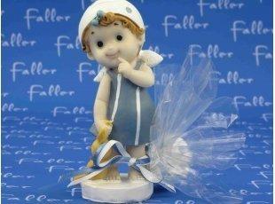 Grande figurine fille et son doudou avec dragées